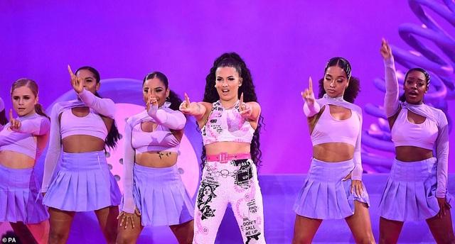 Dua Lipa mặc sốc dự lễ trao giải MTV Châu Âu - 22