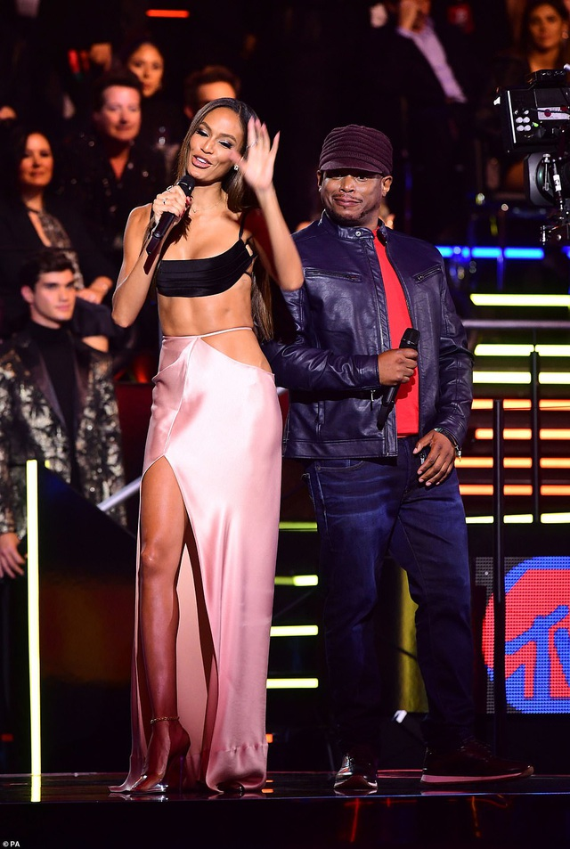 Dua Lipa mặc sốc dự lễ trao giải MTV Châu Âu - 23