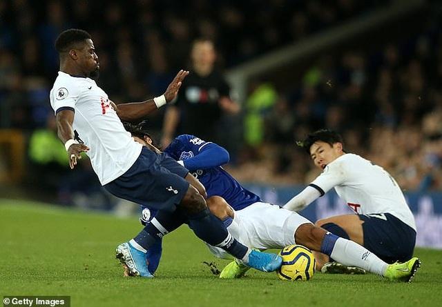 Tiền đạo CLB Everton sốc nặng trước chấn thương của Andre Gomes - 1