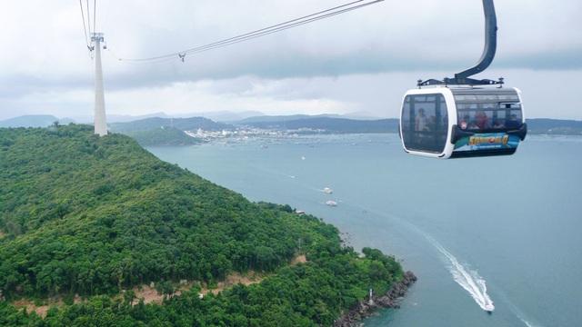 Trải nghiệm cáp treo vượt biển dài nhất thế giới ở Phú Quốc - 1