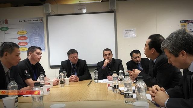 Thứ trưởng Bộ Ngoại giao làm việc tại Anh, xúc tiến biện pháp bảo hộ công dân - 2