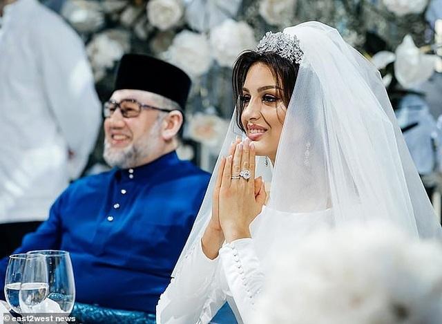 Cựu vương Malaysia nói cưới người đẹp Nga là sai lầm lớn nhất của cuộc đời - 1