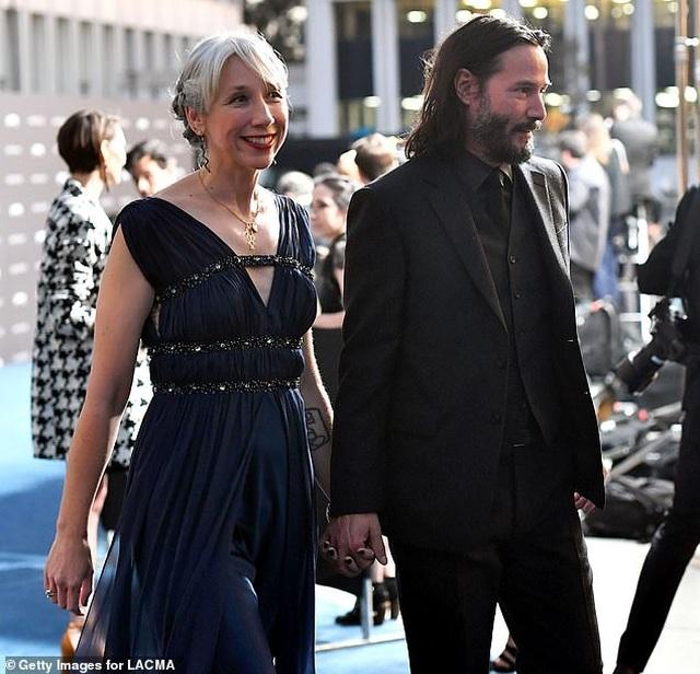 Người phụ nữ có thể khiến Keanu Reeves nắm tay trên thảm đỏ là ai? - 3