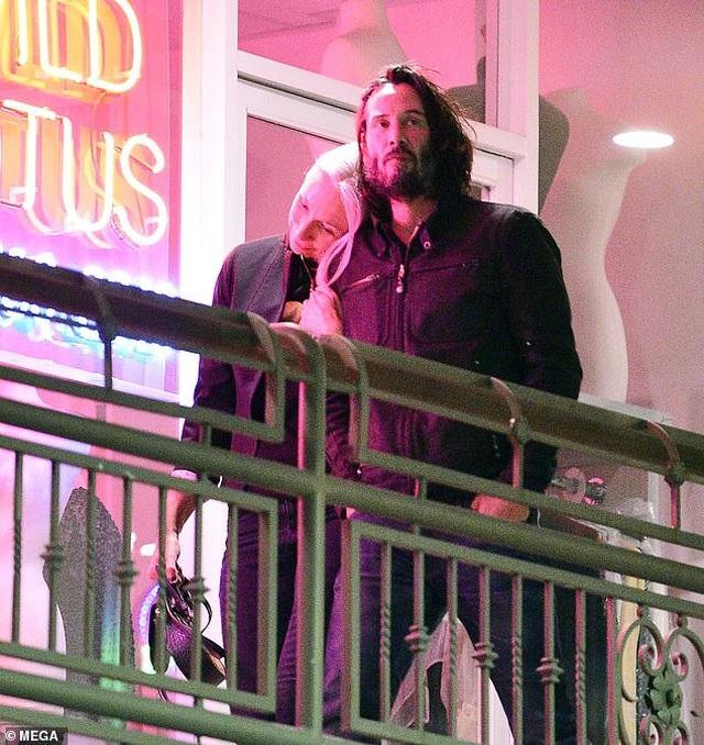 Người phụ nữ có thể khiến Keanu Reeves nắm tay trên thảm đỏ là ai? - 6