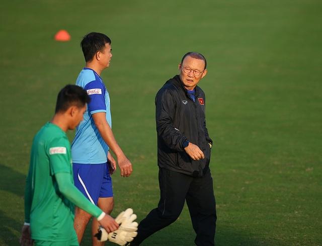 Lộ điều khoản bất ngờ trong bản hợp đồng 3 năm của HLV Park Hang Seo - 1