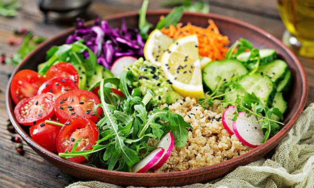 Những chất dinh dưỡng mà bạn không thể nhận được nếu ăn chay - 1