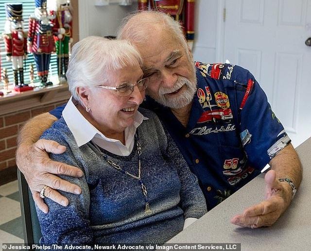 Cụ ông 80 tuổi lái xe 800 km, mang hoa tìm lại mối tình đầu - 2