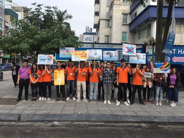 """Hàng trăm giảng viên, sinh viên xuống đường """"Vì Hà Nội trong lành"""" - 2"""