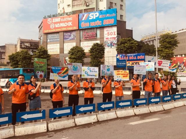 """Hàng trăm giảng viên, sinh viên xuống đường """"Vì Hà Nội trong lành"""" - 4"""