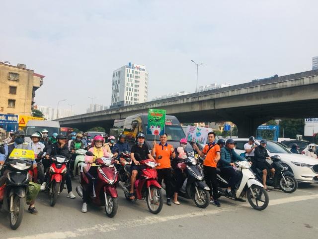 """Hàng trăm giảng viên, sinh viên xuống đường """"Vì Hà Nội trong lành"""" - 6"""