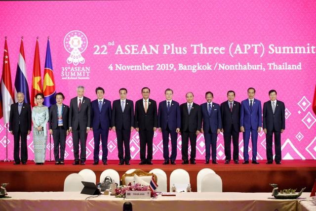 Philippines giải thích lý do ông Duterte không chụp ảnh chung với các lãnh đạo ASEAN+3 - 1