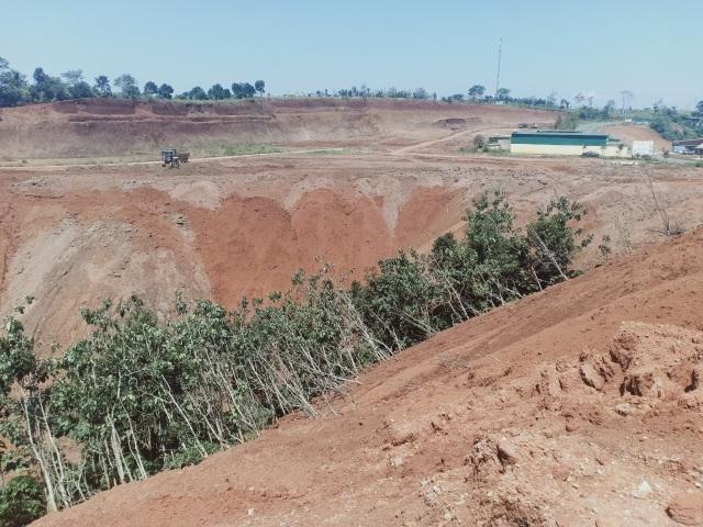 Một doanh nghiệp tự ý san phẳng cả quả đồi rồi phân lô bán nền tại Đắk Nông - 1