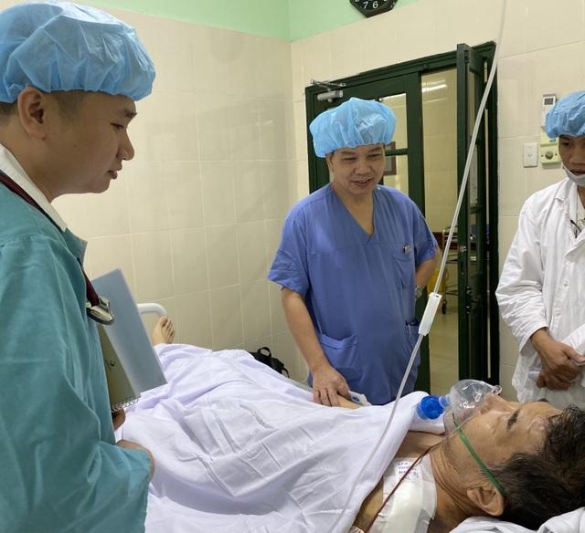 Đang nằm viện, giáo viên người Nhật nhồi máu cơ tim cấp nguy hiểm - 1