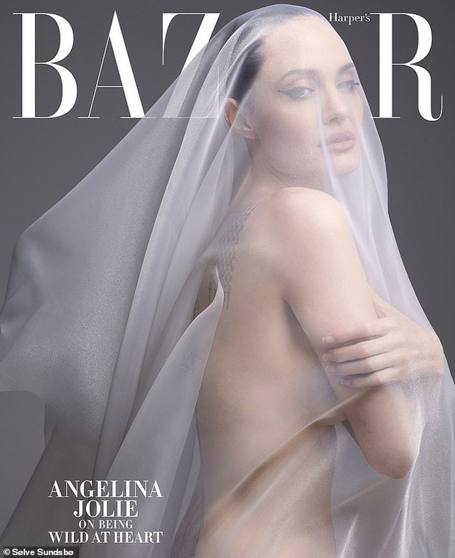 Angelina Jolie bất ngờ chụp ảnh táo bạo - 1