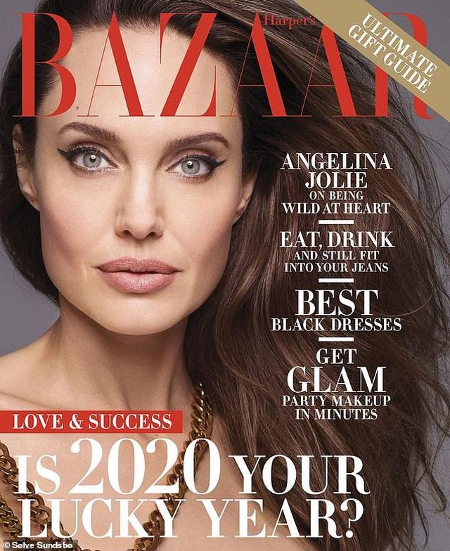 Angelina Jolie bất ngờ chụp ảnh táo bạo - 4