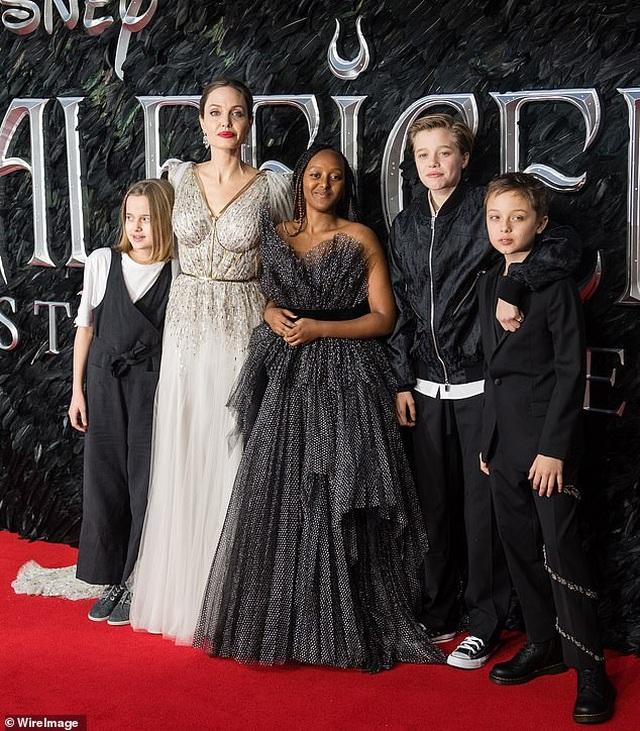 Angelina Jolie bất ngờ chụp ảnh táo bạo - 6
