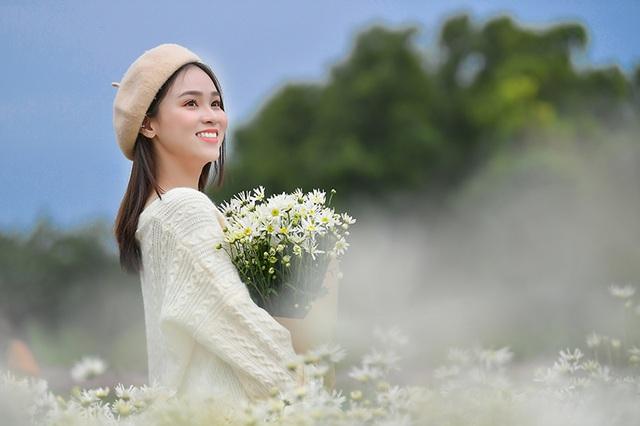 Nữ sinh 2K khoe sắc trên cánh đồng cúc họa mi Hà Nội - 11