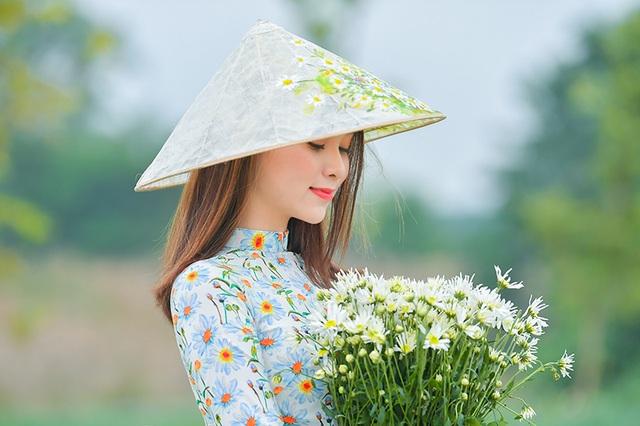Nữ sinh 2K khoe sắc trên cánh đồng cúc họa mi Hà Nội - 6