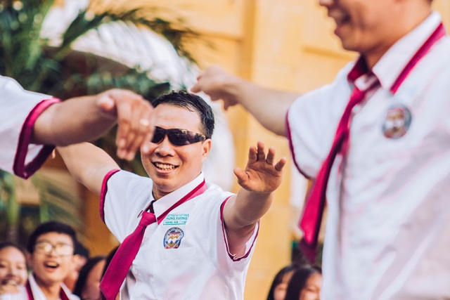 Thầy cô nhảy Flashmob tặng học sinh ngày đầu tuần - 5