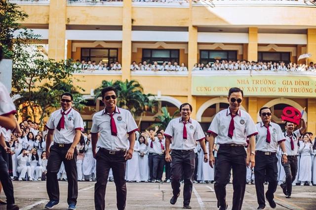 Thầy cô nhảy Flashmob tặng học sinh ngày đầu tuần - 3