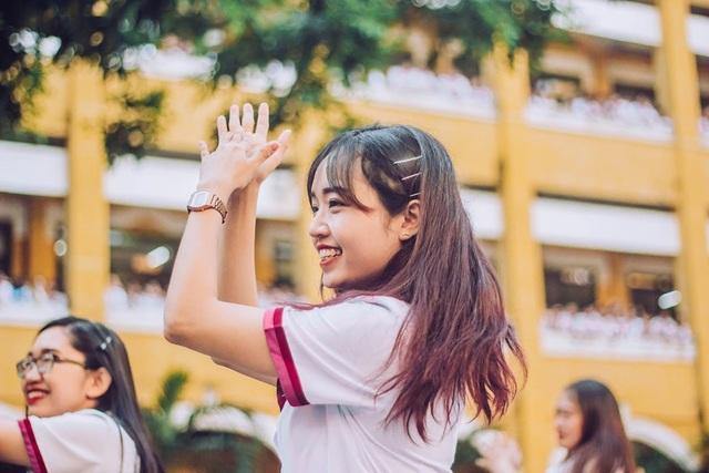 Thầy cô nhảy Flashmob tặng học sinh ngày đầu tuần - 1