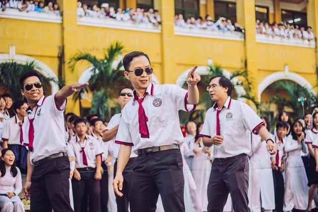 Thầy cô nhảy Flashmob tặng học sinh ngày đầu tuần - 7
