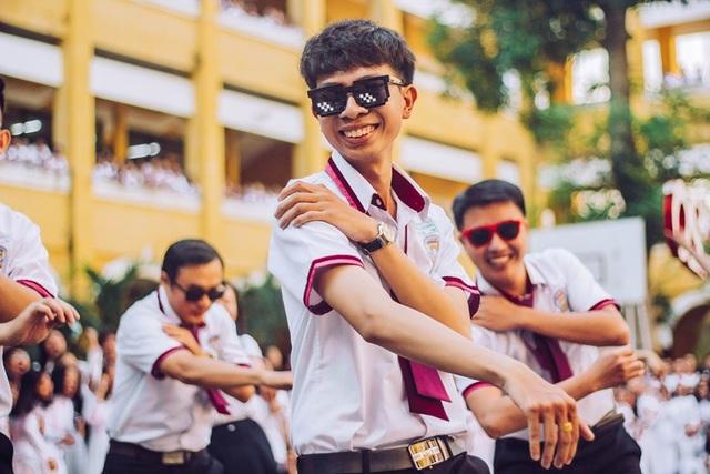 Thầy cô nhảy Flashmob tặng học sinh ngày đầu tuần - 4