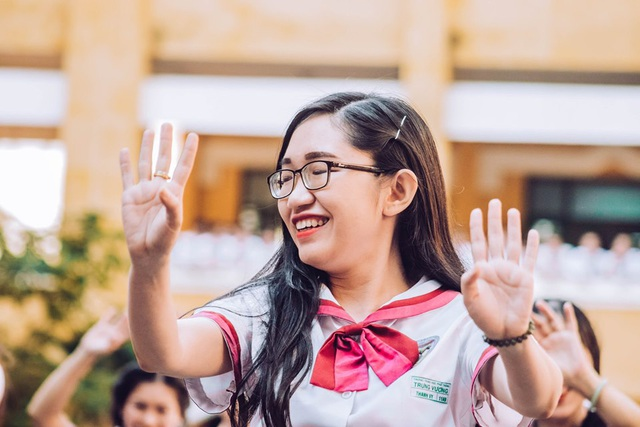 Thầy cô nhảy Flashmob tặng học sinh ngày đầu tuần - 11