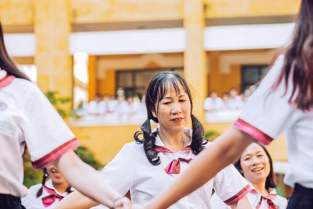 Thầy cô nhảy Flashmob tặng học sinh ngày đầu tuần - 6