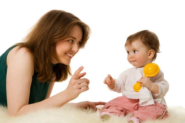 Trò chuyện với con ngay từ khi bé mới chào đời - 1