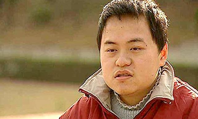 Trung Quốc: Thần đồng 17 tuổi bị buộc thôi học vì ăn cơm… vẫn cần người đút - 1