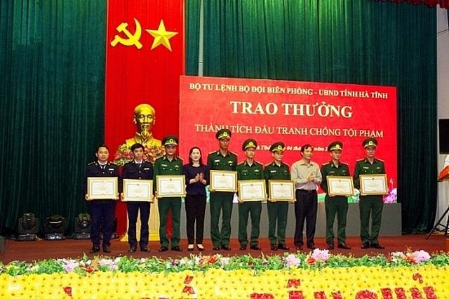 Khen thưởng tập thể, cá nhân bắt nóng trùm ma tuý người Lào - 5