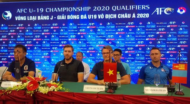 HLV Philippe Troussier muốn truyền lửa cho các cầu thủ U19 Việt Nam - 1