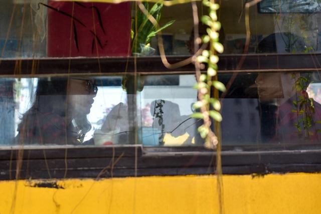 Chiếc xe buýt bỏ đi biến hóa thành quán cafe ấn tượng - 7