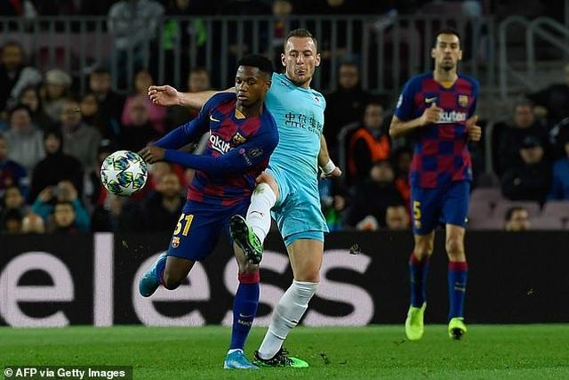 Hòa thất vọng Slavia Praha, Barcelona bị Dortmund áp sát - 3