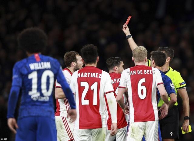 Chelsea 4-4 Ajax: Bước ngoặt ở hai tấm thẻ đỏ - 4