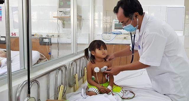 Không đủ tiền mua thuốc điều trị bạch hầu, bệnh nhân xin về... chết - 2
