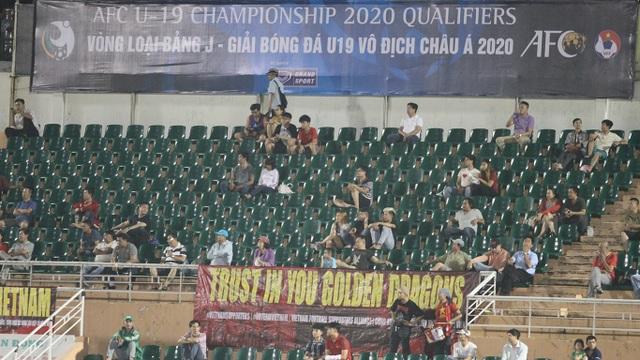 Khán đài sân Thống Nhất vắng vẻ trong ngày U19 Việt Nam thắng đậm Mông Cổ - 3