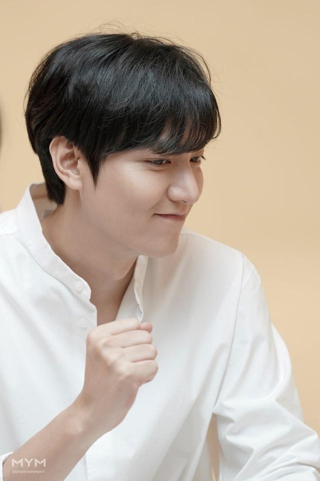 """Lee Min Ho """"đốn tim"""" người hâm mộ với vẻ ngoài """"cực phẩm"""" - 12"""