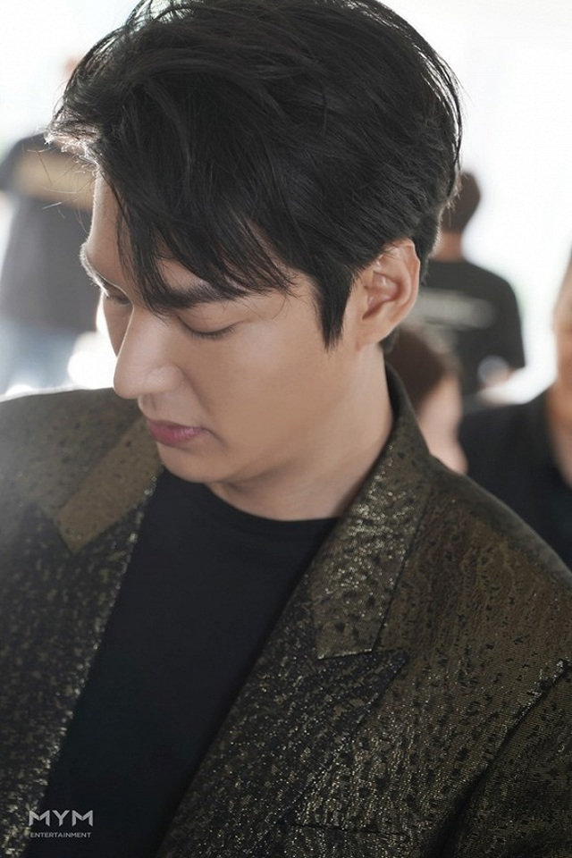 """Lee Min Ho """"đốn tim"""" người hâm mộ với vẻ ngoài """"cực phẩm"""" - 2"""