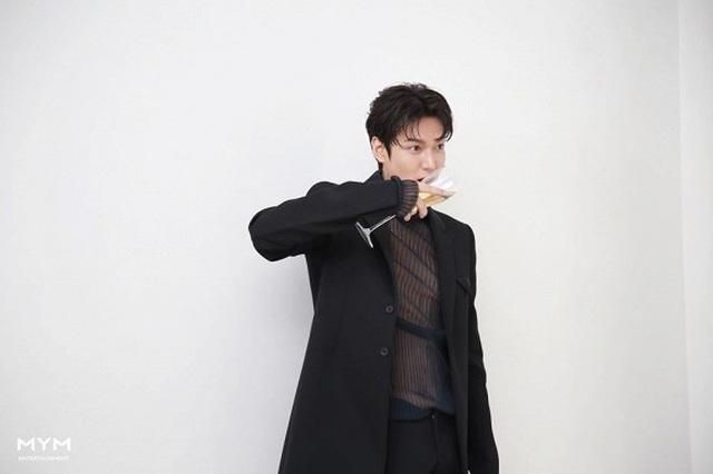 """Lee Min Ho """"đốn tim"""" người hâm mộ với vẻ ngoài """"cực phẩm"""" - 8"""