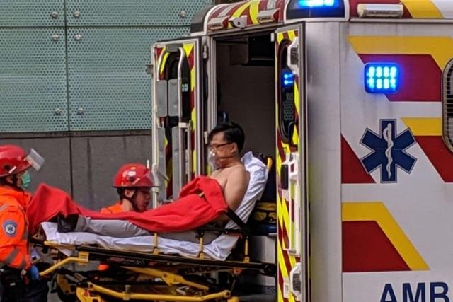 Nghị sĩ Hong Kong bị đâm dao giữa ban ngày - 2