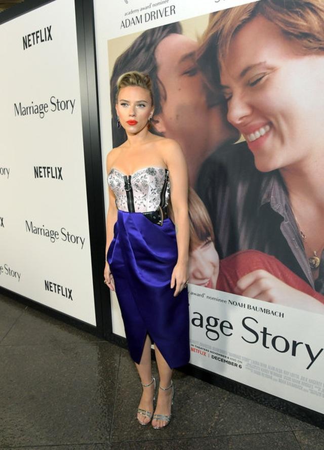 Scarlett Johansson liên tục khoe hình xăm khủng - 7
