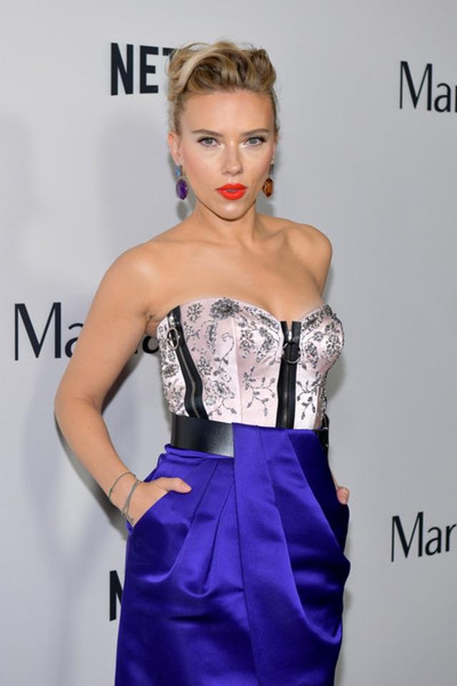 Scarlett Johansson liên tục khoe hình xăm khủng - 9
