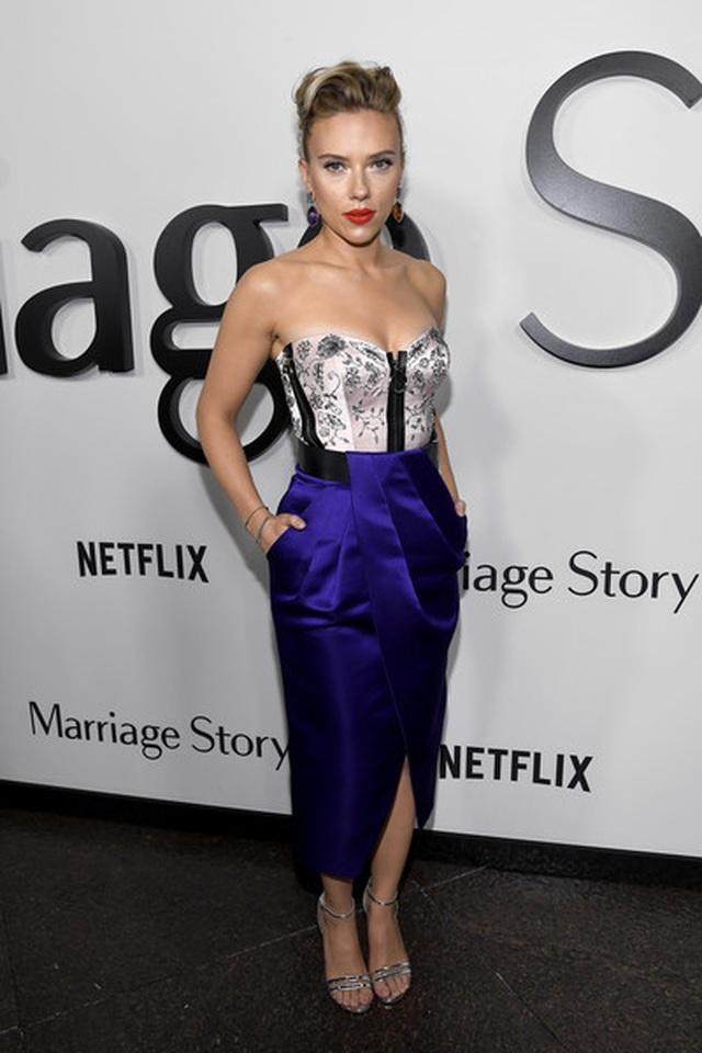 Scarlett Johansson liên tục khoe hình xăm khủng - 5