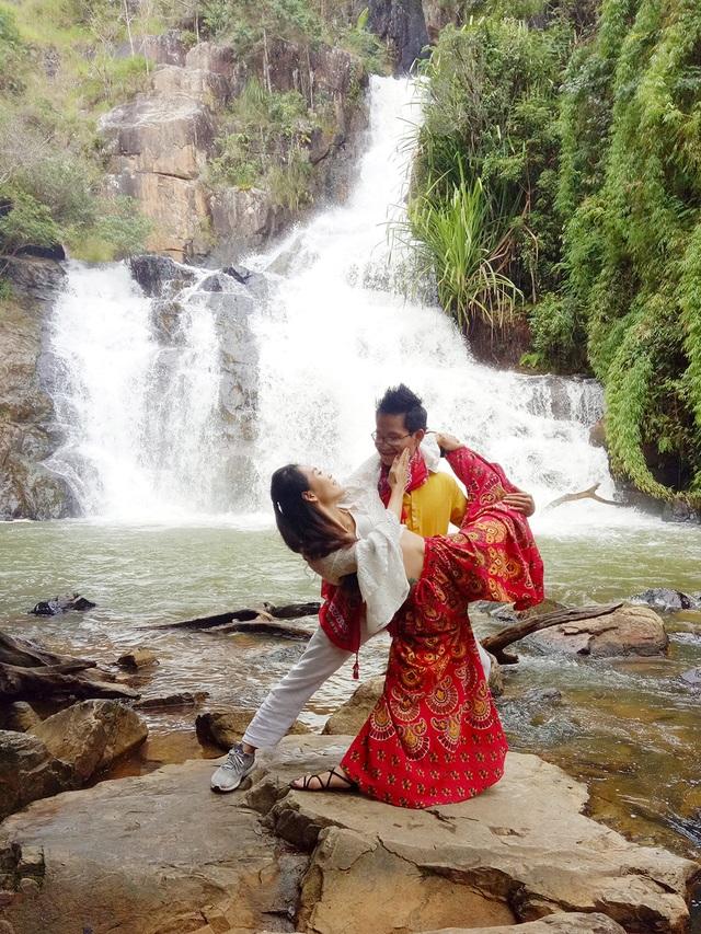 12-kim-bava-ngoc-anh-yoga-doi-tai-thac-dalanta-da-lat-1573089560770.jpg