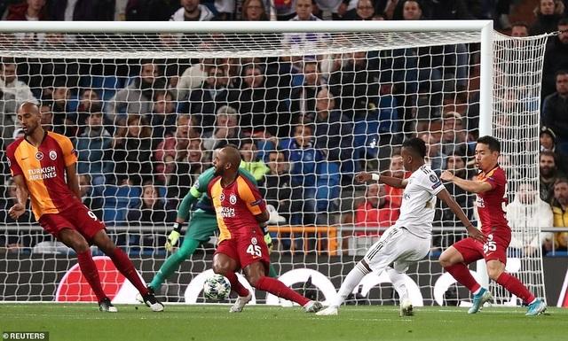 Đại thắng Galatasaray 6-0, Real Madrid cầm chắc tấm vé đi tiếp - 6
