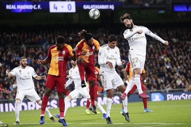 Đại thắng Galatasaray 6-0, Real Madrid cầm chắc tấm vé đi tiếp - 10