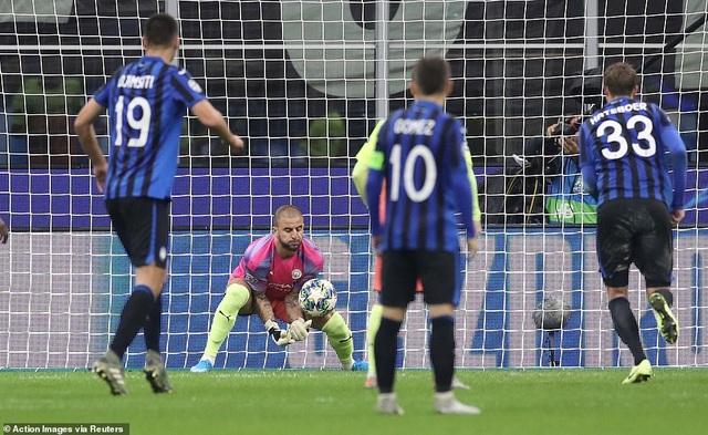 Atalanta 1-1 Man City: Jesus đá hỏng phạt đền, Bravo nhận thẻ đỏ - 3
