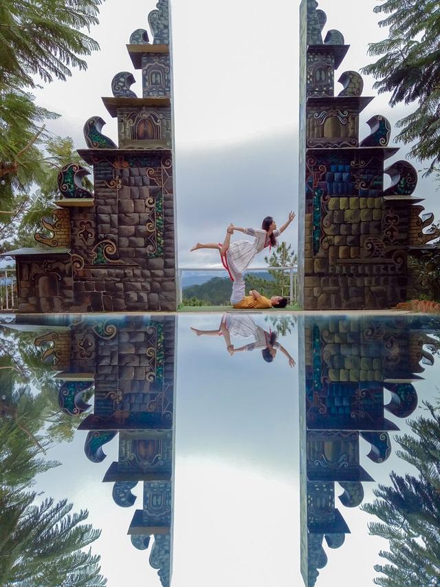 4-yoga-acro-tai-cong-troi-bali-da-lat-1573089560544.jpg